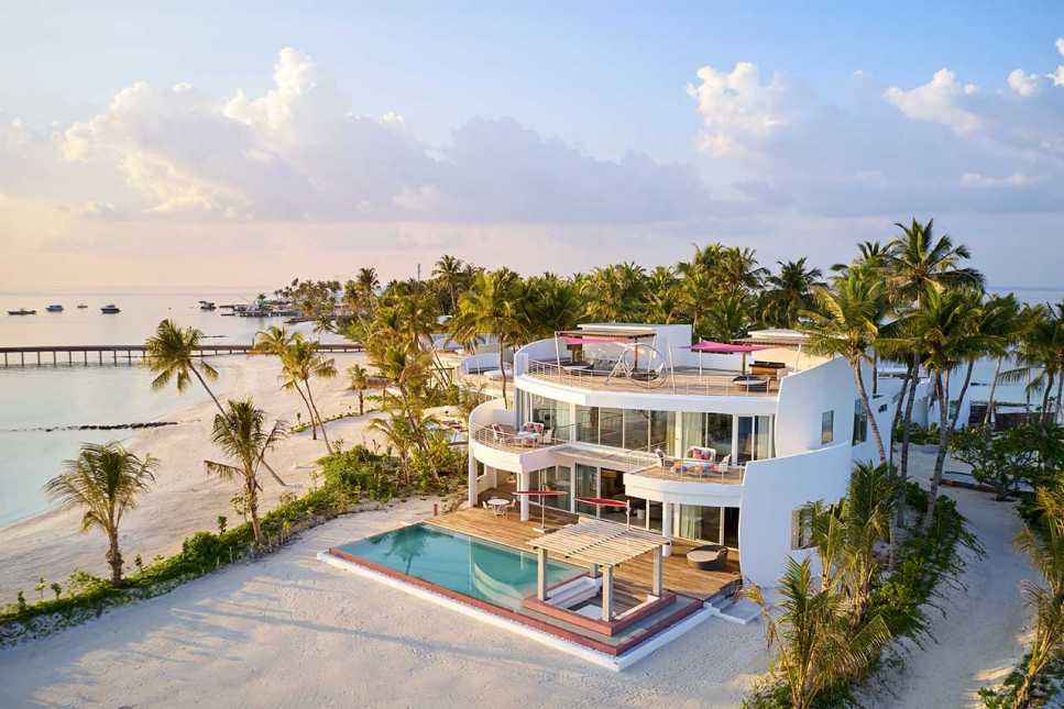 Lux* Beach Retreat (3 Bedrooms with Pool)